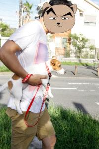 テバdaddyに抱えられる子犬のテバちゃん
