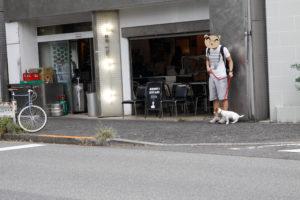 バワリーキッチン前の子犬テバちゃん