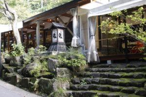 猿座カフェ入口