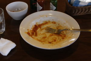 食べ終わったパスタ皿