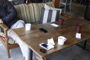 コマザワパークカフェのテラスソファ